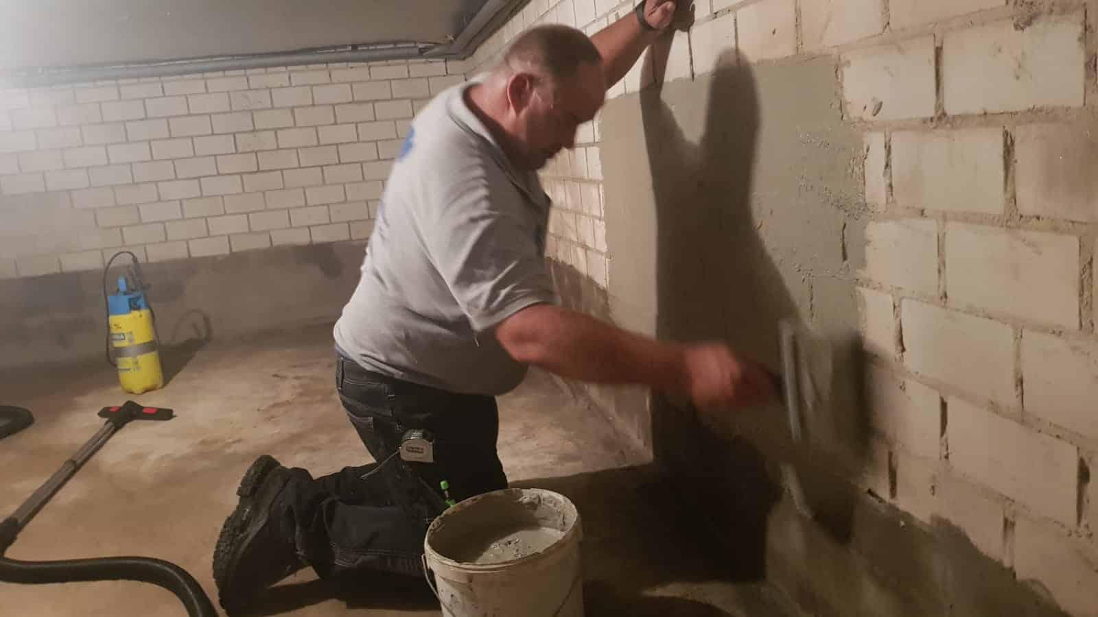 Afdichting van een 85m2 grote kelder in Surhuisterveen wanden behandelen